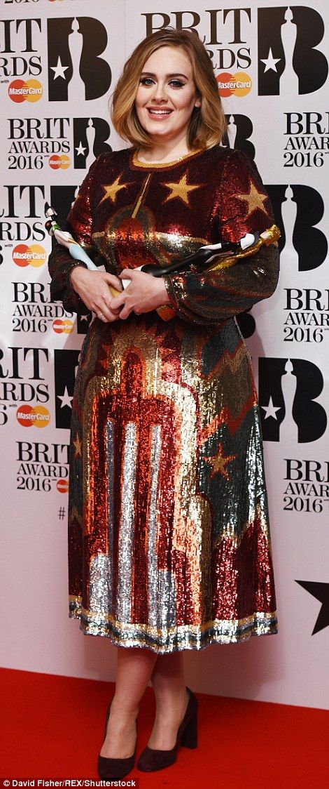 Adele in Valentino dress - 2016 BRIT Awards. (24 February 2016)