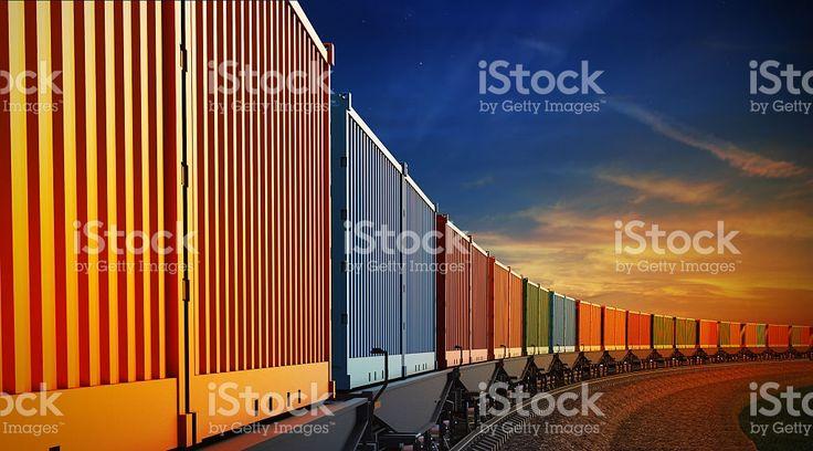 wagon Грузовой поезд с контейнеров на Небесный фон Стоковые фото Стоковая фотография