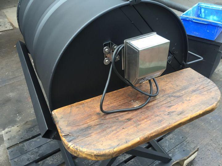 die besten 25 ltrommel grill ideen auf pinterest selbstgebauter grill r ucherfass und felge. Black Bedroom Furniture Sets. Home Design Ideas