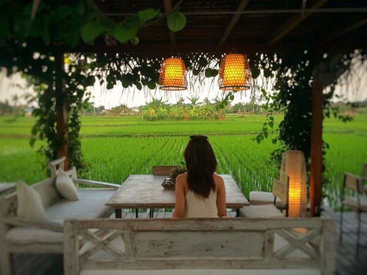 Cute cafe in the rice paddies and lots of other great things to do near Seminyak (the one we went past that night)