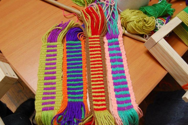 Tejidos en telar Mapuche hechos por mis alumnas  Peinecillo + llano