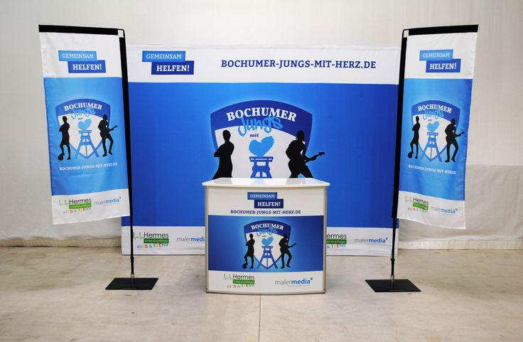 Indoor Messestand, Display-Kombination, Produkt-Kombi - Messewand, Promotiontheke, Werbefahnen