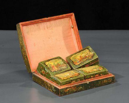 Gioco da tavola, XVIII secolo  entro scatole dipinte ad arte povera con scene galanti