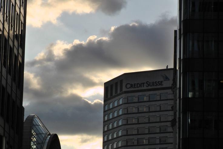 www.girlbanker.com, clouds loom over Canary Wharf