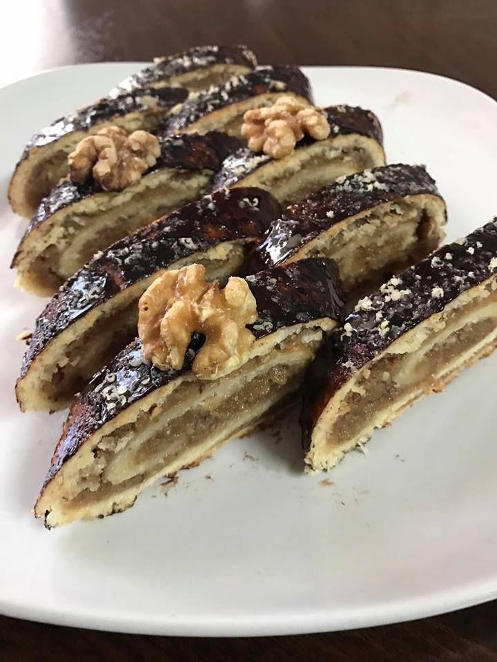 A zserbó az egyik legközkedveltebb sütemény, aminek minden évben ott a helye az ünnepi asztalon. A zserbótekercs legalább olyan finom és nagyon mutatós! Ha valami[...]