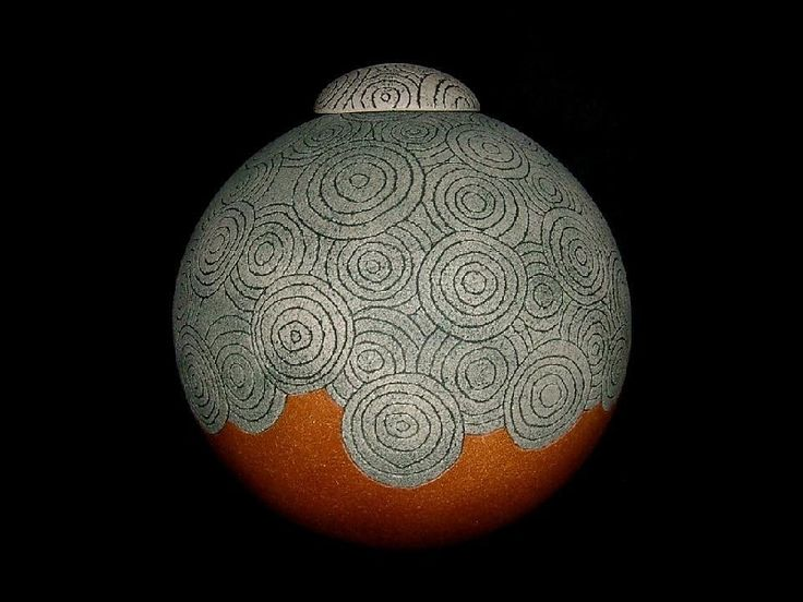 The utter simplicity of this objet d' art draws me in. The overlapping concentric circles are both playful and evocative of movement.  I love this piece.  This is:  Masahiko Ichino  - Jar.  And this is my top pin on my board:  Art Objects