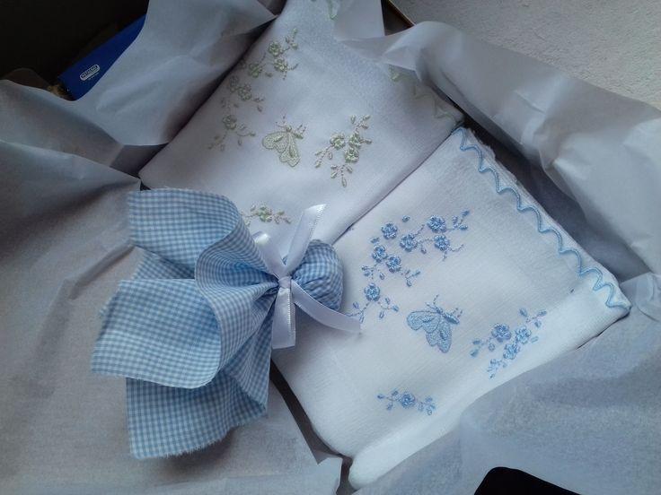 Conjunto de duas fraldas bordadas em maquina artesanal no tamanho ombro.