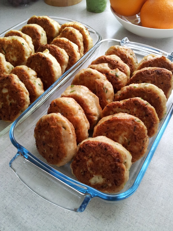 Mat på et fat: Hjemmelagde fiskekaker. Homemade Norwegian fish cakes.