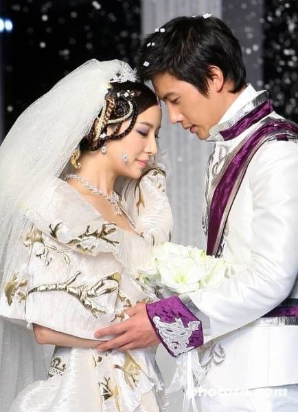Lee Sang Woo as a handsome groom in one of the dramas he acted.  Do you know which drama?  :)