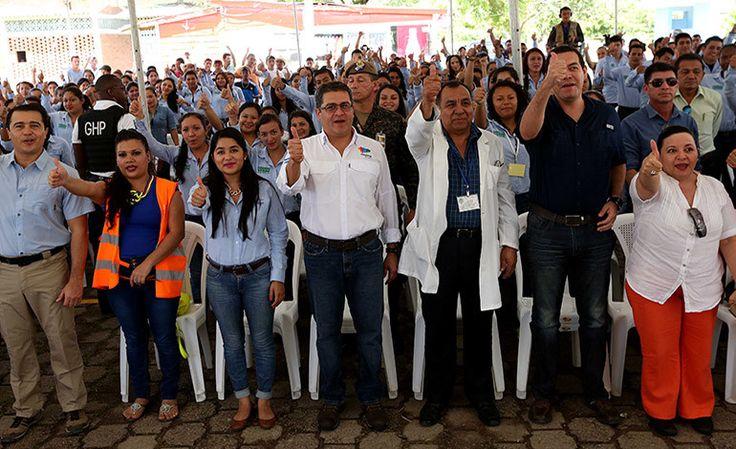 Honduras: 330 jóvenes servirán como guías de pacientes Un grupo de 330 jóvenes se incorporó hoy al programa Código Verde para servir de guías a los pacientes que lleguen en busca de atención médica al Hospital Juan Manuel Gálvez de Gracias (Lempira), en un acto al que asistió el Presidente Juan Orlando Hernández.
