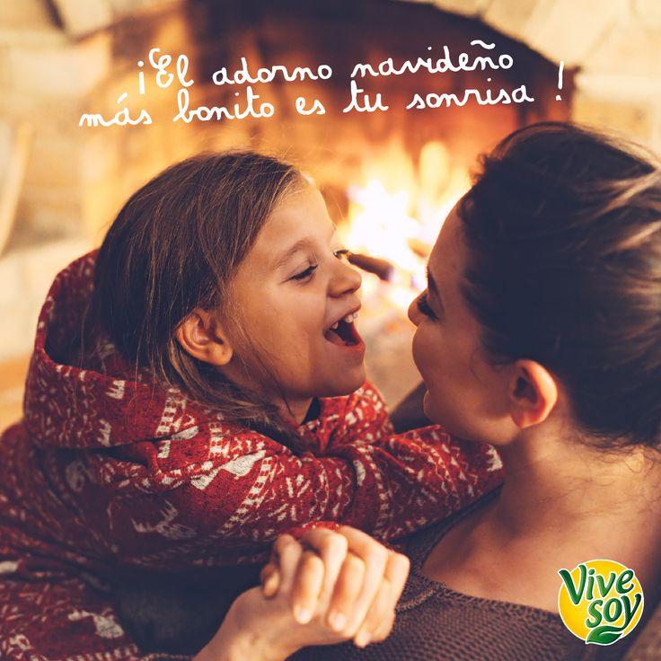 ¿El mejor adorno de Navidad? ¡Es tu sonrisa! ¡Compártelo si estás de acuerdo!  #Viernes #Vivesoy #Calidad #MeCuido #Bienestar #BebidaDeSoja #Soja #BebidasVegetales #HábitosSaludables #Frase