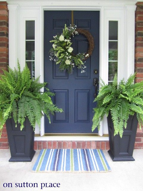 Trim all one color, allows the door color to pop! Pretty wrath and bold statement made with flower boxes & boston fern.