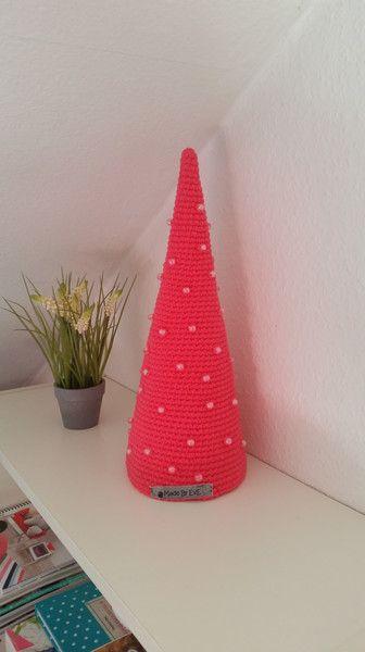 Weihnachtsdeko - Tannenbäumchen L gehäkelt pink - ein Designerstück von EvE-Paris bei DaWanda