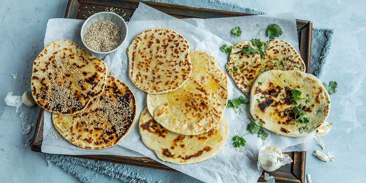 Flate nanbrød som du steker i stekepannen er perfekt tilbehør til indisk mat. Her får du våre 3 beste oppskrifter på nanbrød med gode toppinger.
