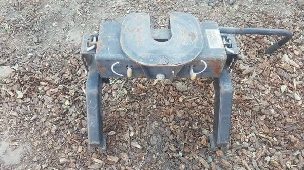 Fifth Wheel Hitch (Simi Valley) $50