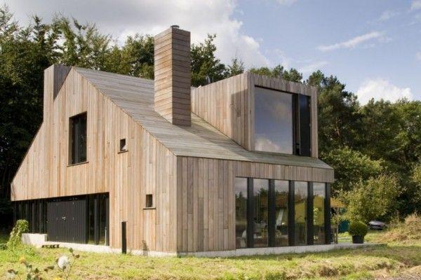 Le studio d'architecture Onix vient de terminer cette maison individuelle à Bosschenhoofd aux Pays-Bas. Cette maison est habillée d'une essence de bois local qui recouvre entièrement les façades et le toit. Le dessin est inspiré des bâtiments typiques de la région mais il est agrémenté d'une touche de modernité. Une grande place est offerte aux baies vitrées pour une plus-value esthétique et thermique. L'intérieur est traité principalement avec du béton brut et du bois pour un aspect…