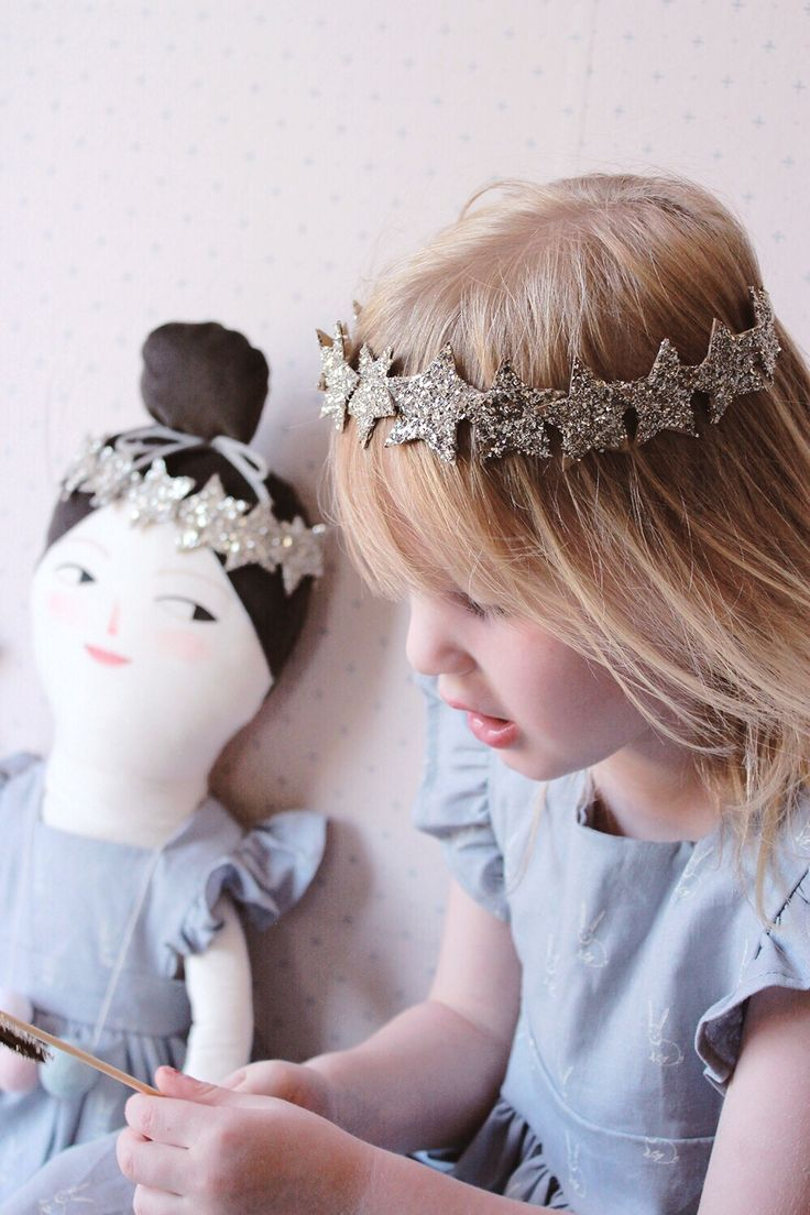Mer Mag: Make a Glitter Star Wand and Headband