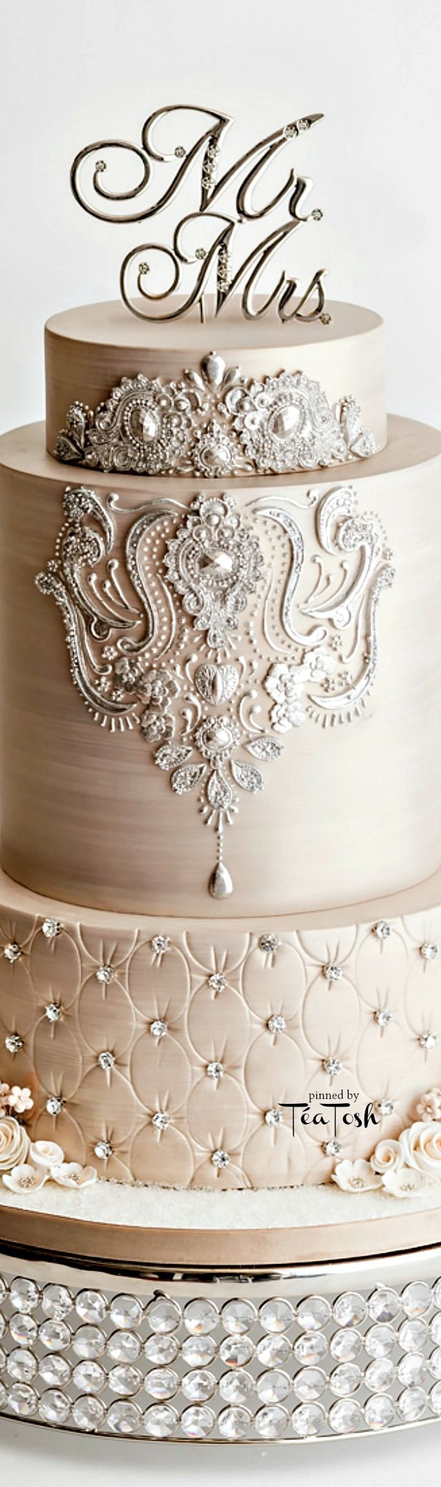 Follow us @SIGNATUREBRIDE on Twitter and on FACEBOOK @ SIGNATURE BRIDE MAGAZINE (Favorite Cake Parties)
