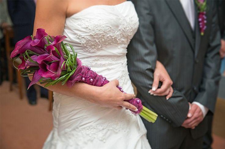 Escolher o estilo do buquê também é um item importante para a noivinha. Por isso, é preciso conhecer seus formatos e os que se adaptam melhor a cada noiva. No caso do buquê tipo braçada, aquele que parece um ramalhete e que deve ser carregado apoiado no braço, combina perfeitamente com noivas que são mais …