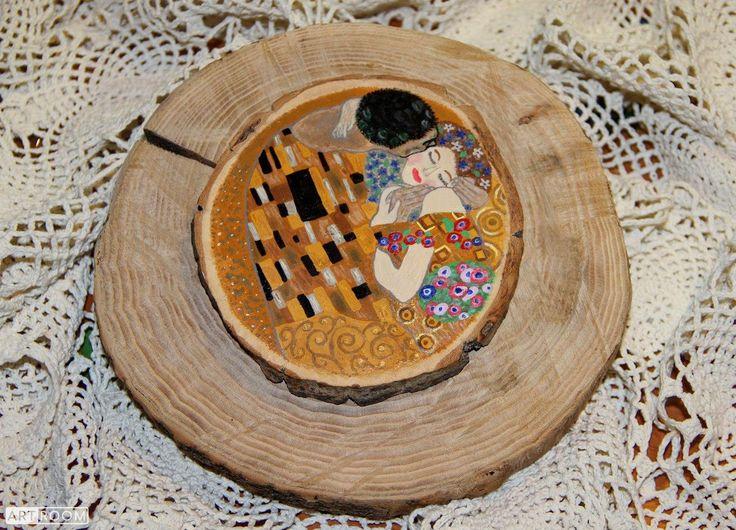 """Картина на спиле дерева """"Поцелуй"""" 😘   Картина на спиле дерева """"Поцелуй"""", по мотивам Г.Климта, диаметр 15 см, акриловые краски, лак на водной основе, высушенное и отшлифованное дерево. Подставка входит в стоимость.  675 грн  https://vk.com/club20312070          https://vk.com/id8169442 https://www.facebook.com/groups/1837496183181741/        https://www.facebook.com/profile.php?id=100001739546628 https://www.instagram.com/diana_viktorovna_aleksandrova/"""