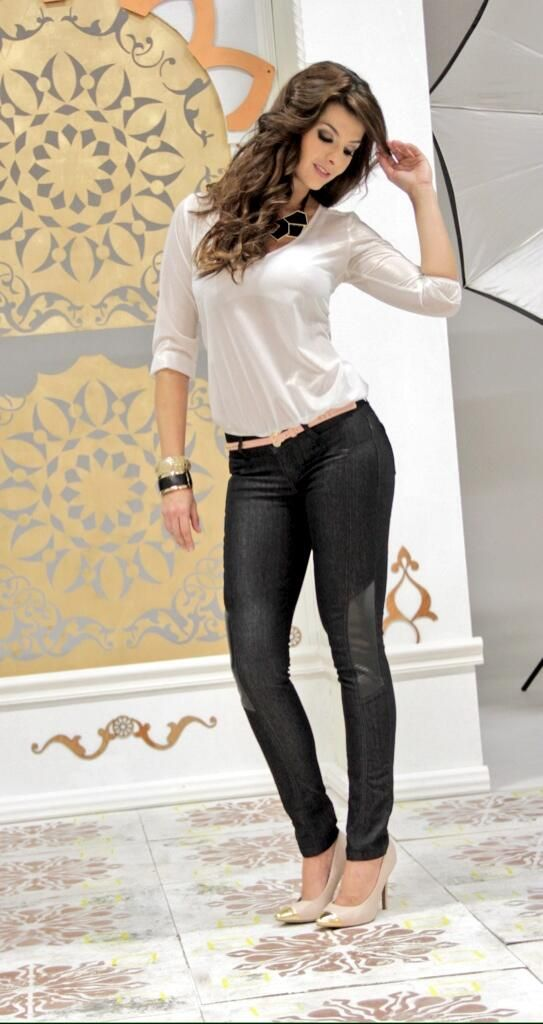 Carolina Cruz by Marketing Personal.