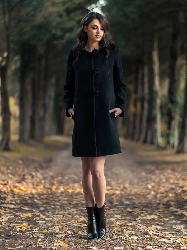 Complete your autumn outfits with a warm and elegant coat. You can wear it successfully with elegant dresses or casual outfits. Discoever the Ava black coat in our online shop