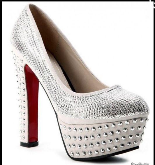 Chaussures blanc a talon