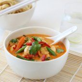 Image: THAISUPPE MED KYLLING OG RED CURRY