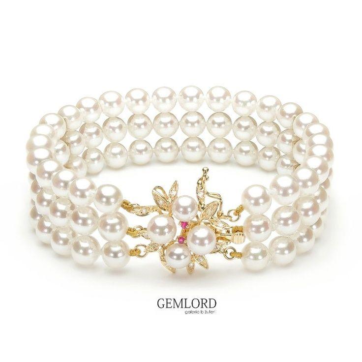 Trzyrzędowa bransoleta z eleganckim zapięciem z żółtego złota i diamentami. Doskonale sprawdzi się na specjalne okazje, do dziennych i wieczorowych kreacji. #bransoleta #bracelet #perły #pearls #perlas #gift #beauty #pearllover #stylizacje