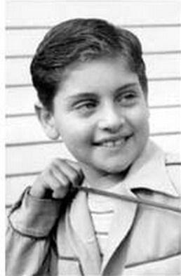 Joe Dassin. Despite his name and years spent in Paris as a pop star, Dassin was born and bred in New York, the son of director Jules Dassin.