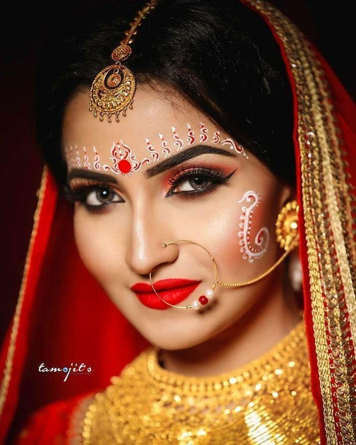 10 Bengali Bridal Kumkum Chandan Designs That Are Khuba Sundara Bengali Bridal Makeup Bengali Bride Indian Bride Makeup