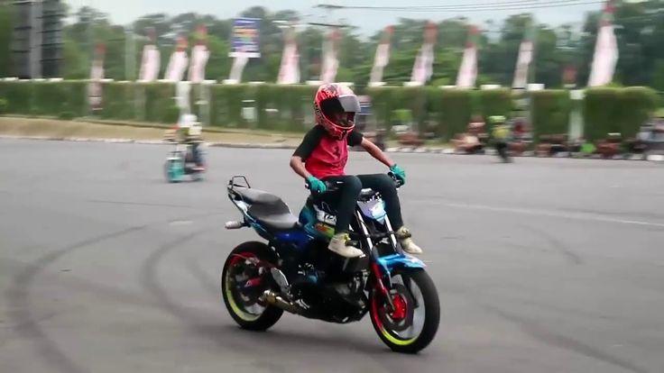 KEREN  Stunt Rider Cilik Handal Main Freestyle Motor Gede  ATRAKSI FREES...