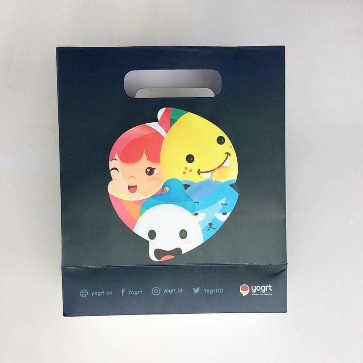Paper bag handle pond @yogrt_id  Proudly printed in Indonesia. Make your own at http://ift.tt/2lBNAkc #percetakan #jakarta #maucetak #design #printing #marketing #designinpiration #picoftheday #photooftheday #branding #onlineshop #freeongkir #taskertas #paperbag #shoppingbag #yogrt #cute