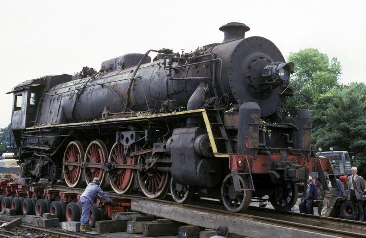 Chinese KF7 class locomotive