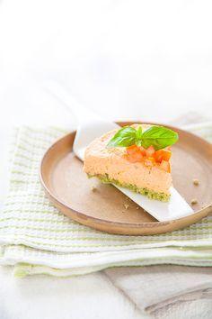 100 % Végétal: Cheesecake cru tomate-basilic. (http://www.100-vegetal.com/2013/06/cheesecake-cru-tomate-basilic.html#.VNALPv-9KK0)