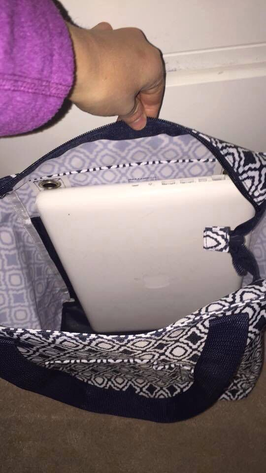 Our Tall organizing tote easily fits a laptop! Shop online: www.mythirtyone.com/AshleighLaBrot