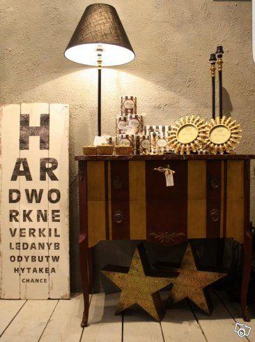 Olika handplockade möbler i olika stilar. Handmålade med Kalkfärg.   Pris och mått finns att få per mail eller sms.   Besök fysiska butiken på Föreningsgatan 8, Malmö.  Möblerna kan skickas mot fraktkostnad.