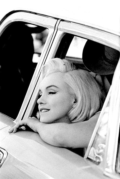 missingmarilyn:    Marilyn Monroe on the set of The Misfits, 1960.