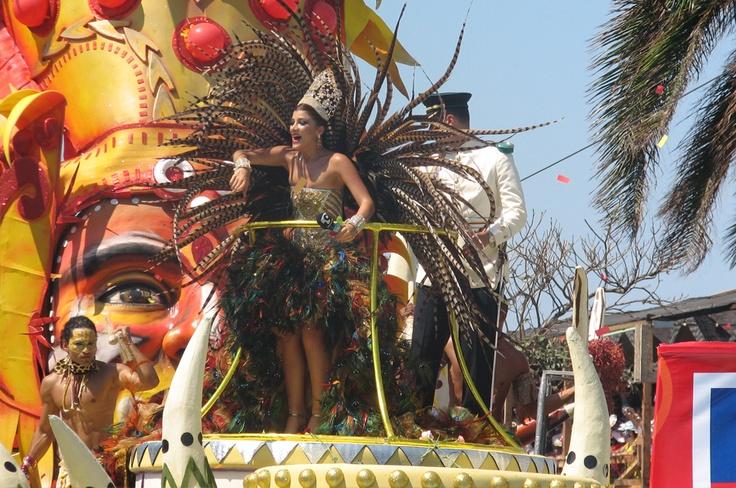La Batalla de Flores desbordó la alegría en el Carnaval de Barranquilla 2012.
