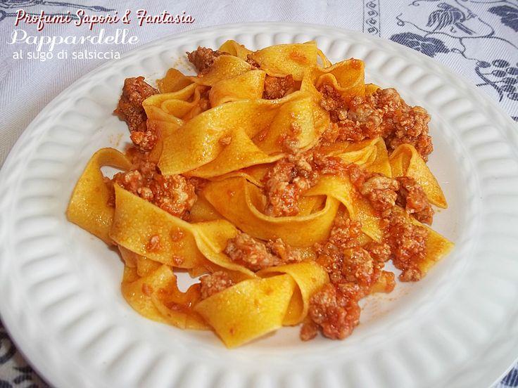 Pappardelle al sugo di salsiccia.. un primo di pasta fresca,al quale è difficile di no, il peperoncino ed il pecorino regalano al piatto un sapore squisito.