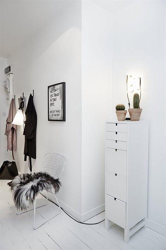 Entrée blanche design, White entryway