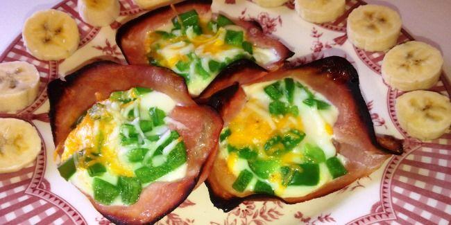 Egg in ham breakfast cups -- SUPER easy!
