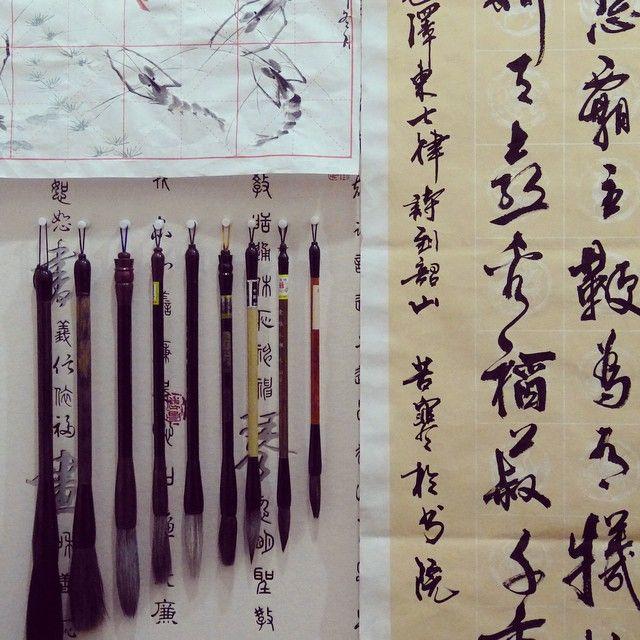 La magnifica calligrafia cinese sulla cartadiriso e i tradizionali pennelli, che i ragazzi imparano a conoscere durante i #corsi organizzati all'inizio dei nostri #internshiprograms. #cina #china #stageincina #programmidistage #internship