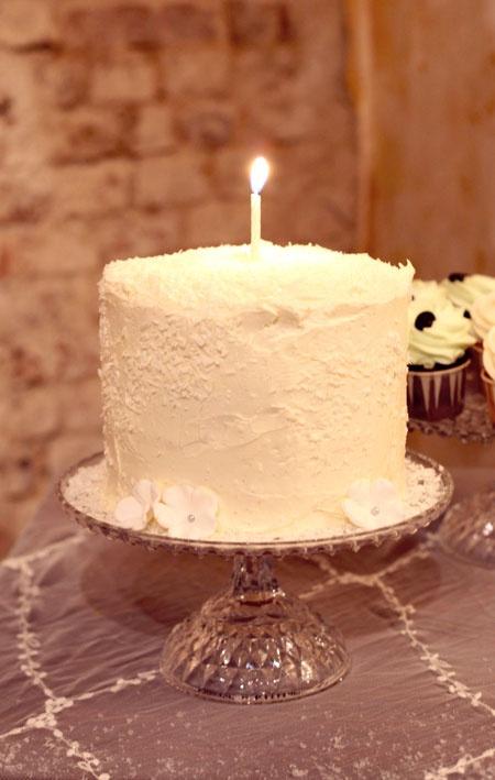 """Winter Wonderland"" Mini-Cake with Vanilla and Coconut"