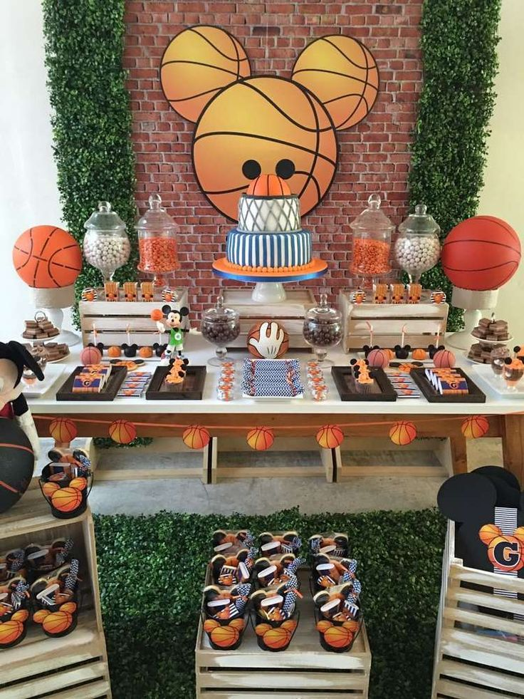 Mickey Basketball Party | CatchMyParty.com
