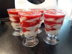 """Erdbeer-""""von-Schleck""""-Dessert"""