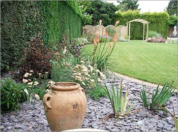 Captivating Garden Design With Slate Chippings