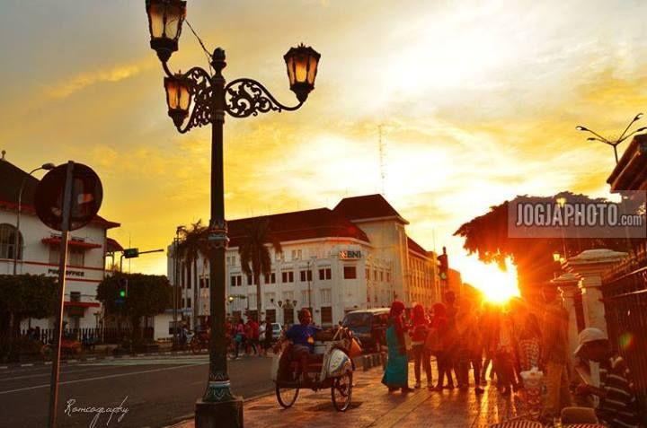 Jelang senja di Jogja. #jogja #yogyakarta - Photo © romeography