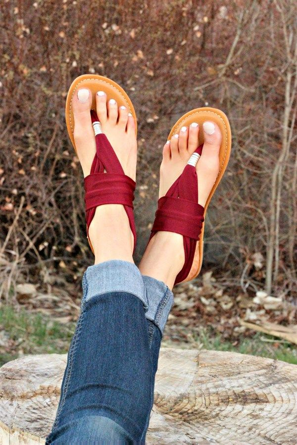 This trendy lightweight, two-way stretch sandal offers chic style and comfort.