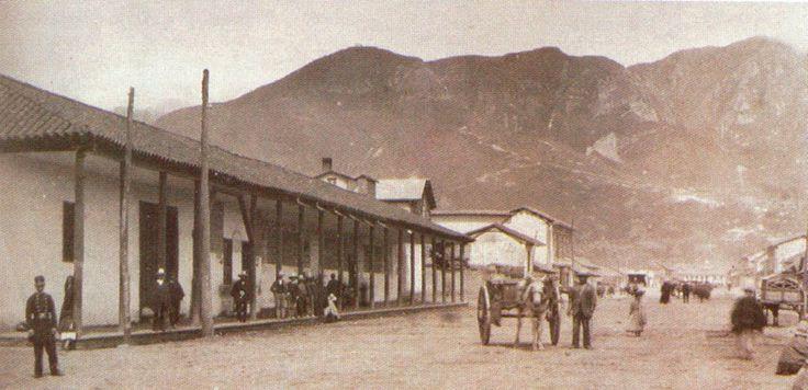 Santafé de Bogotá - Primera estación de Ferrocarril de La Sabana. Fue diseñada por William Lidstone y construída entre 1913 y 1917. Costó 750.000 pesos oro de la época.